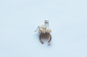 white_cat_ring